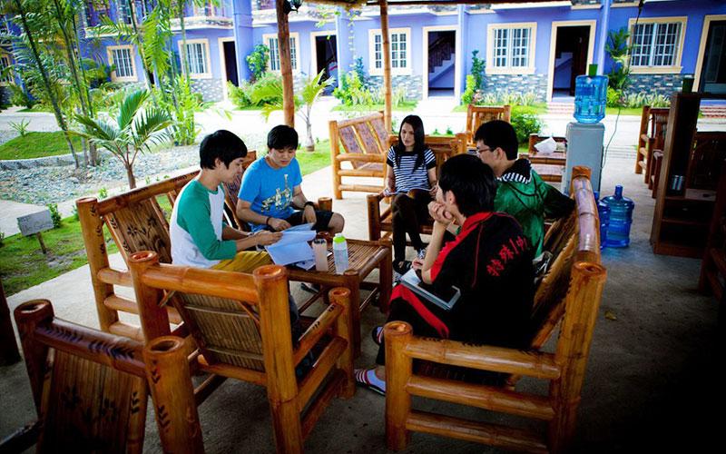 フィリピン留学 CG Academy - 休憩中の生徒
