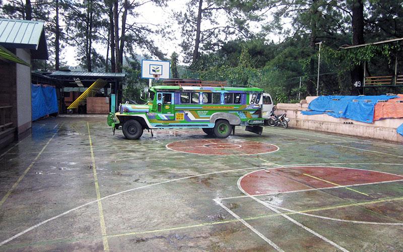 フィリピン留学 HELP LONGLONG - バスケットコート&送迎ジプニー