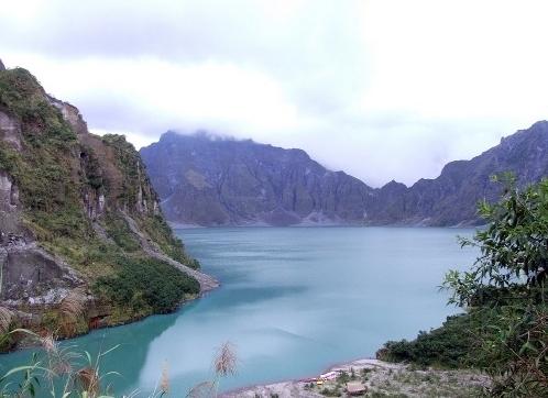 大噴火によって誕生したピナツボ火山の頂上にあるカルデラ湖