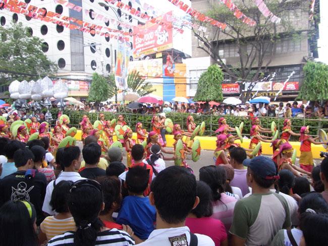 ダンシングという意味の名前をもつお祭り・シヌログ