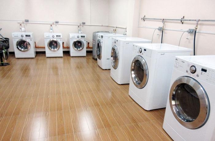 フィリピン留学 JIC CEBU - ランドリールーム:自分で洗濯を行います(有料:1回50ペソ)