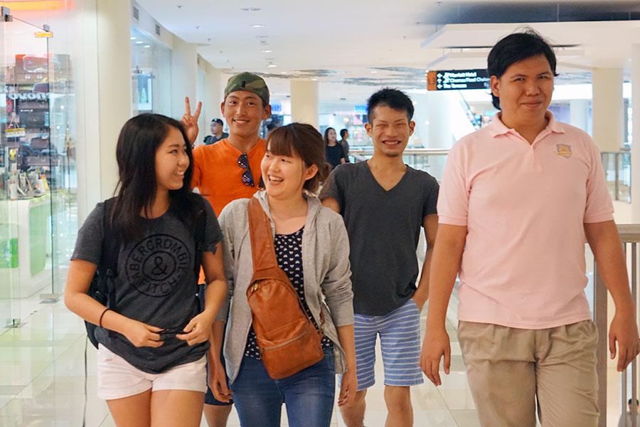 フィリピン留学 Cebu English Academy - 新入生オリエン アヤラモール