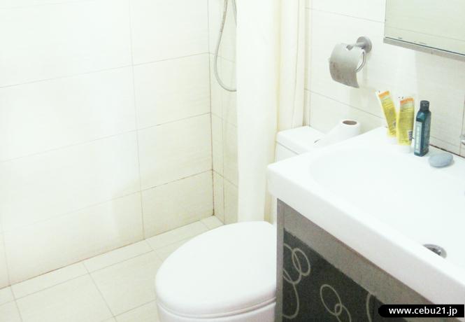 フィリピン留学 JIC CEBU - 清潔なトイレとシャワー