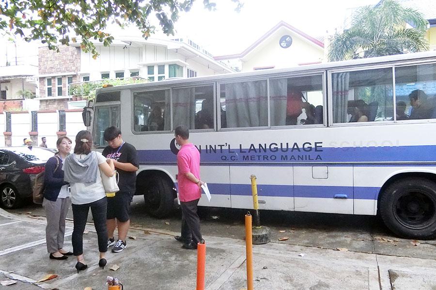 フィリピン留学 CNN International Language School  学校⇒寮はバスで5分ほど