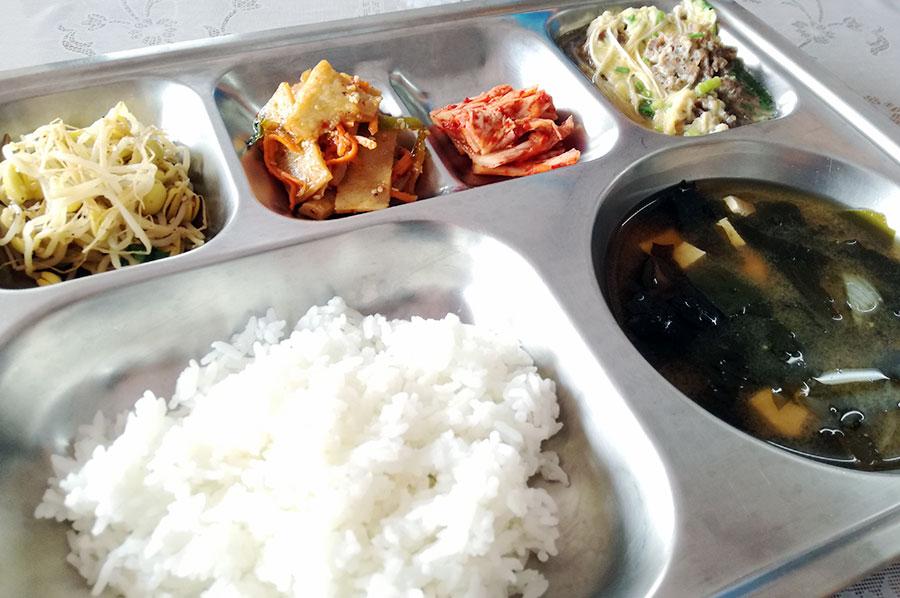 フィリピン留学 CNN International Language School  昼食を試食しました。牛丼がとても美味!