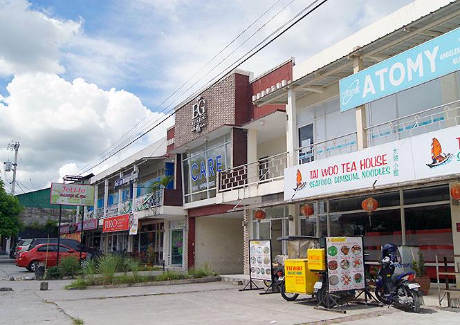 フィリピン留学 EG Academy - 学校前の商業ビル