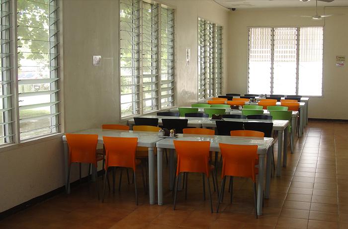 フィリピン留学 E&G International Language Center 講義棟2階の受付