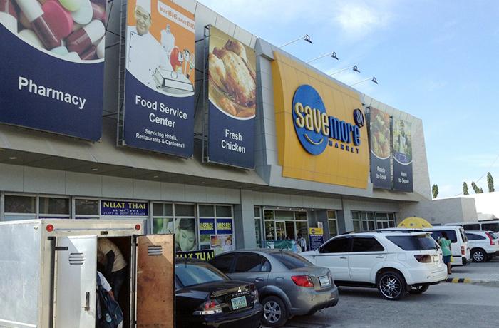 フィリピン留学 JIC CEBU - 学校から徒歩5分のスーパーマーケット