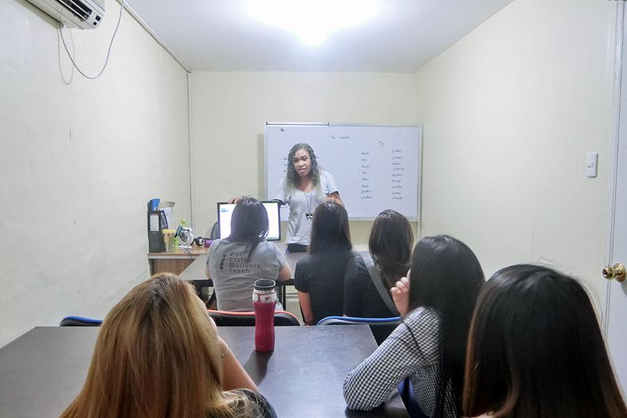 フィリピン留学 HELP Clark 講師トレーニングの様子