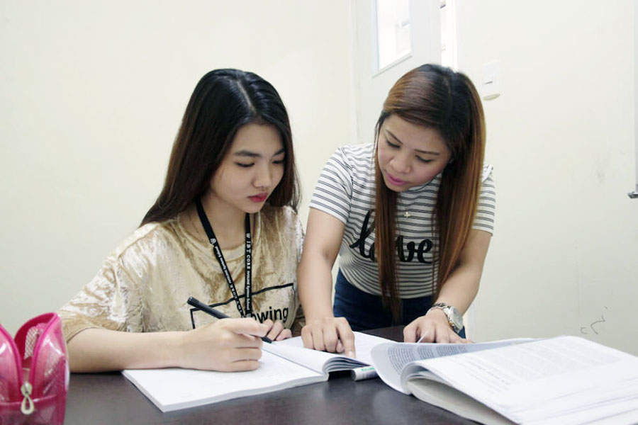 フィリピン留学 HELP Clark マンツーマン授業の様子2