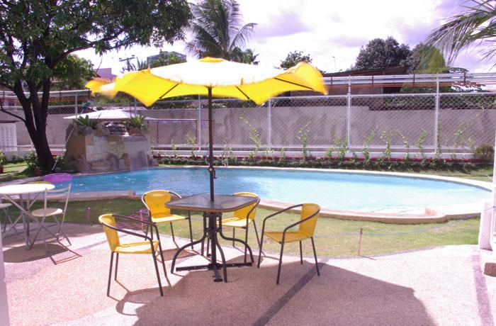 フィリピン留学 JIC CEBU - スイミングプール