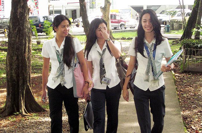 ラサール大学の中にあるLSLCなどでは現地のフィリピン人大学生とコミュニケーションを取る事ができます