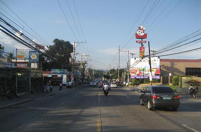 フィリピン留学 UV ESL - 学校前の道路