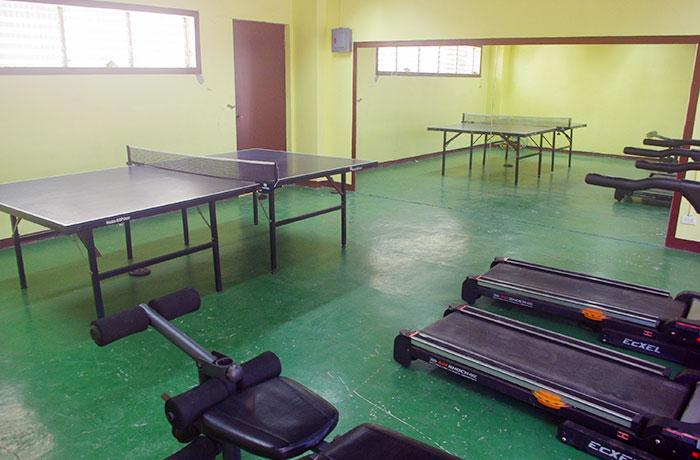 フィリピン留学 UV ESL - 寮1Fのジム&卓球スペース