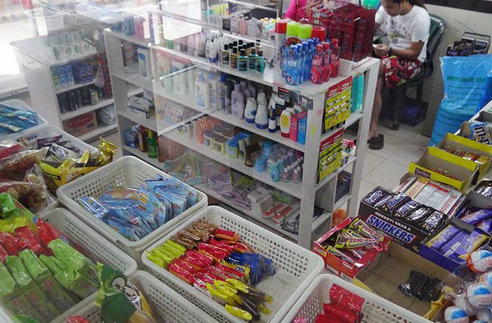 フィリピン留学 UV ESL - 品数豊富な売店内