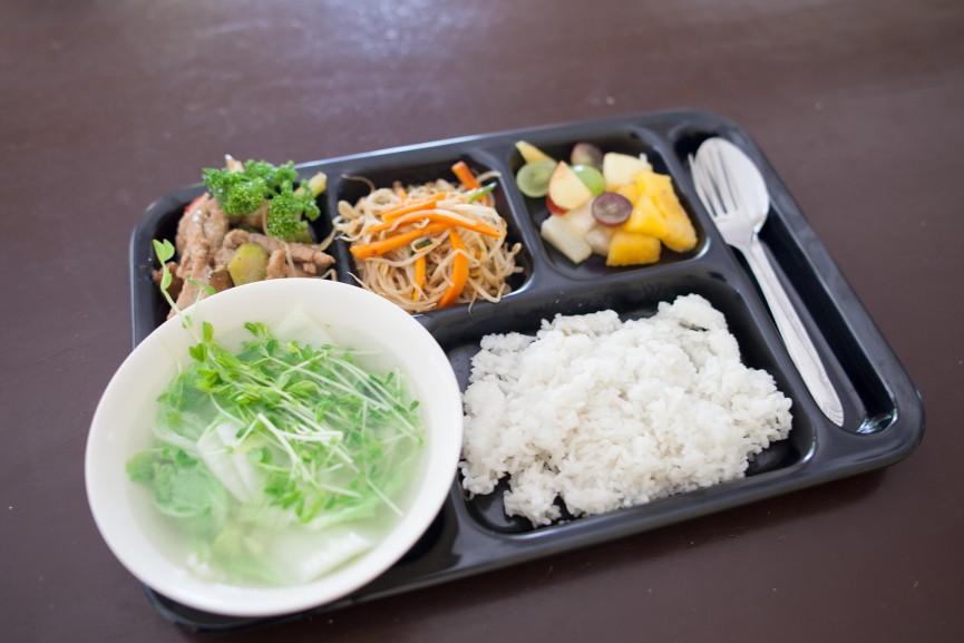 学校の食事って、どんな食事がでてくるのですか?