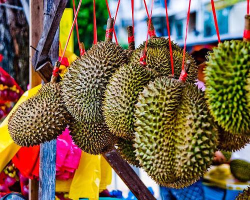 果物の王様とよばれるドリアン。ダバオでは格安な値段で食べられますよ!