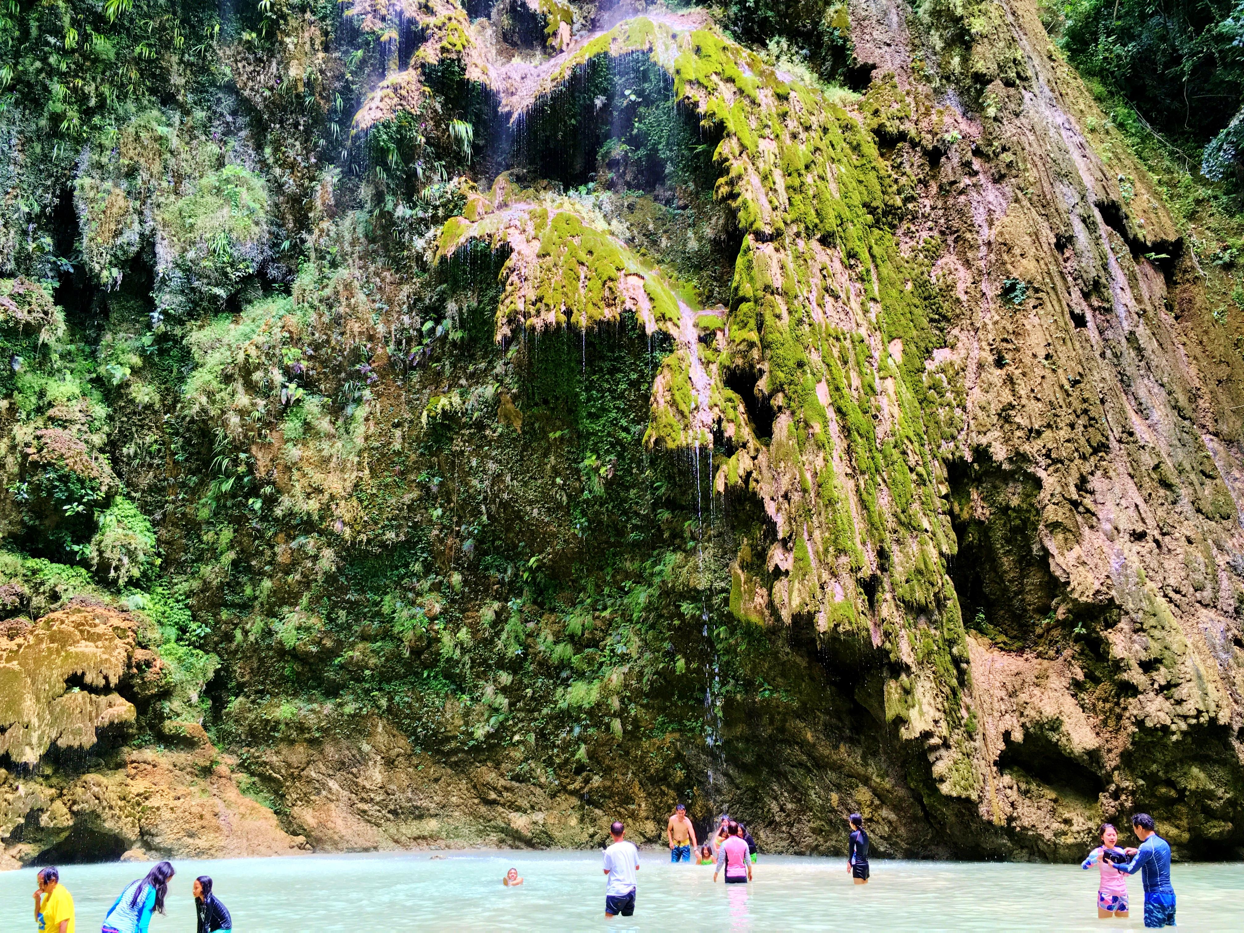 マイナスイオンを享受できるツマログ滝