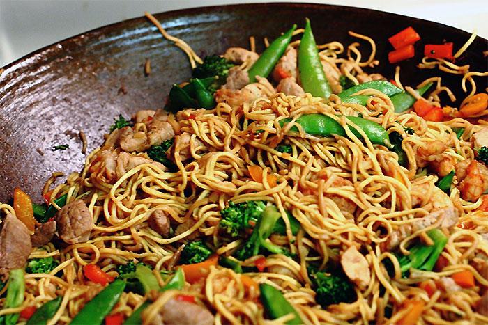 人気のフィリピン料理7選 - パンシットカントン(PANCIT CANTON)